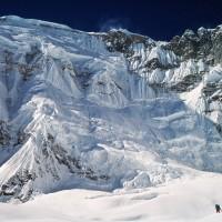 Cho Oyu 8.188 m - Himalaya, Nepal Erstdurchsteigung der 3.000 m hohen SO-Wand. Edi KoblmŸller und Alois Furtner erreichten  am 27. Okt. 1978 um 17.00 den Gipfel Foto: Furtner Im Bild: Cho Oyu obere Gipfelwand mit 1.600 m