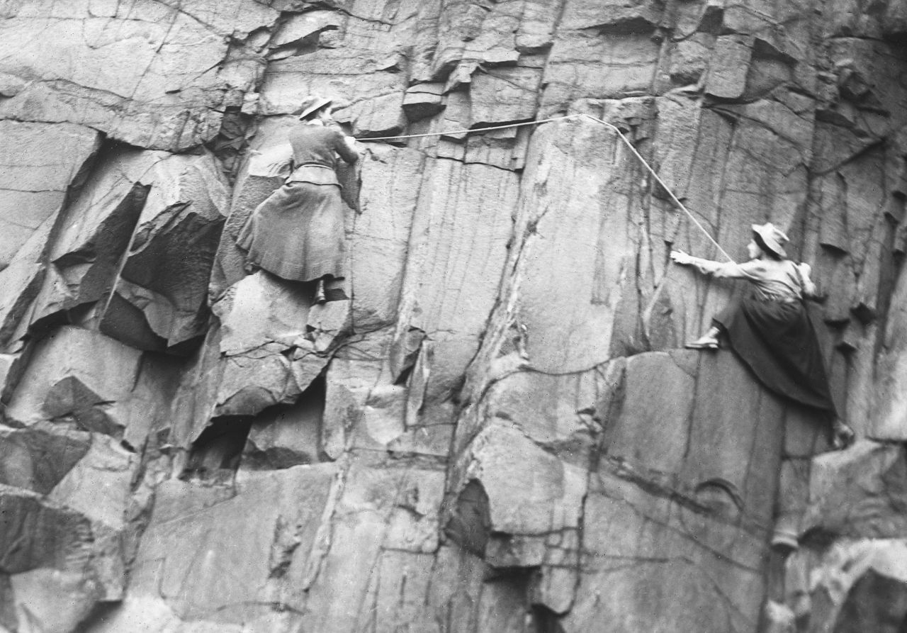 Alpenverein-Museum_Lucy-Smith-and-Pauline-Ranken-Salisbury-Crags-Edinburgh-June-1908-c-women-climbing-club-Scottland